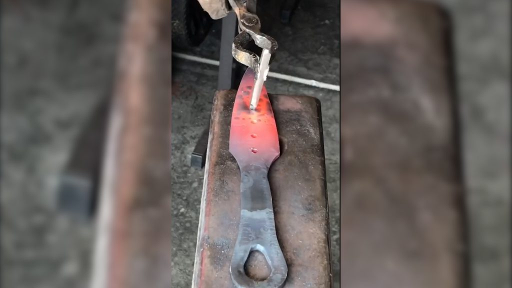 【APEX】鍛冶屋の職人が「レイスのクナイ」を作った結果・・・